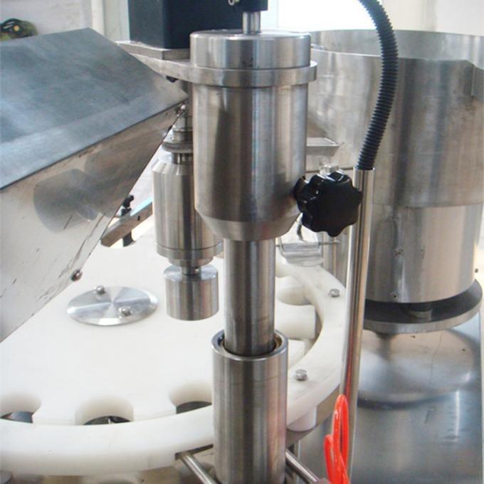 Máquina automática de llenado y tapado de tornillos